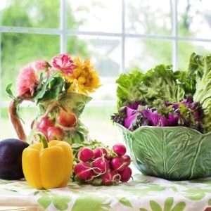 verdure su tavolo dieta mediterranea