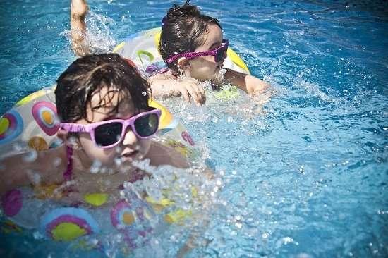 nuoto bambini movimento